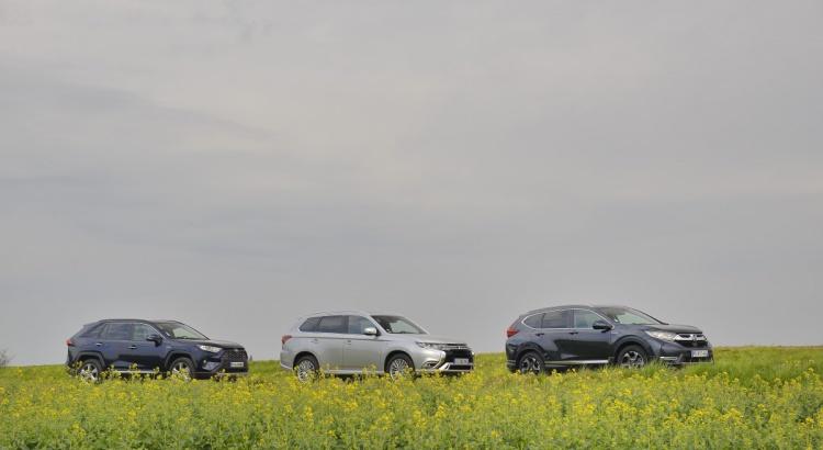 Toyota RAV4 / Honda CR-V / Mitsubishi Outlander PHEV : match vidéo de SUV hybrides