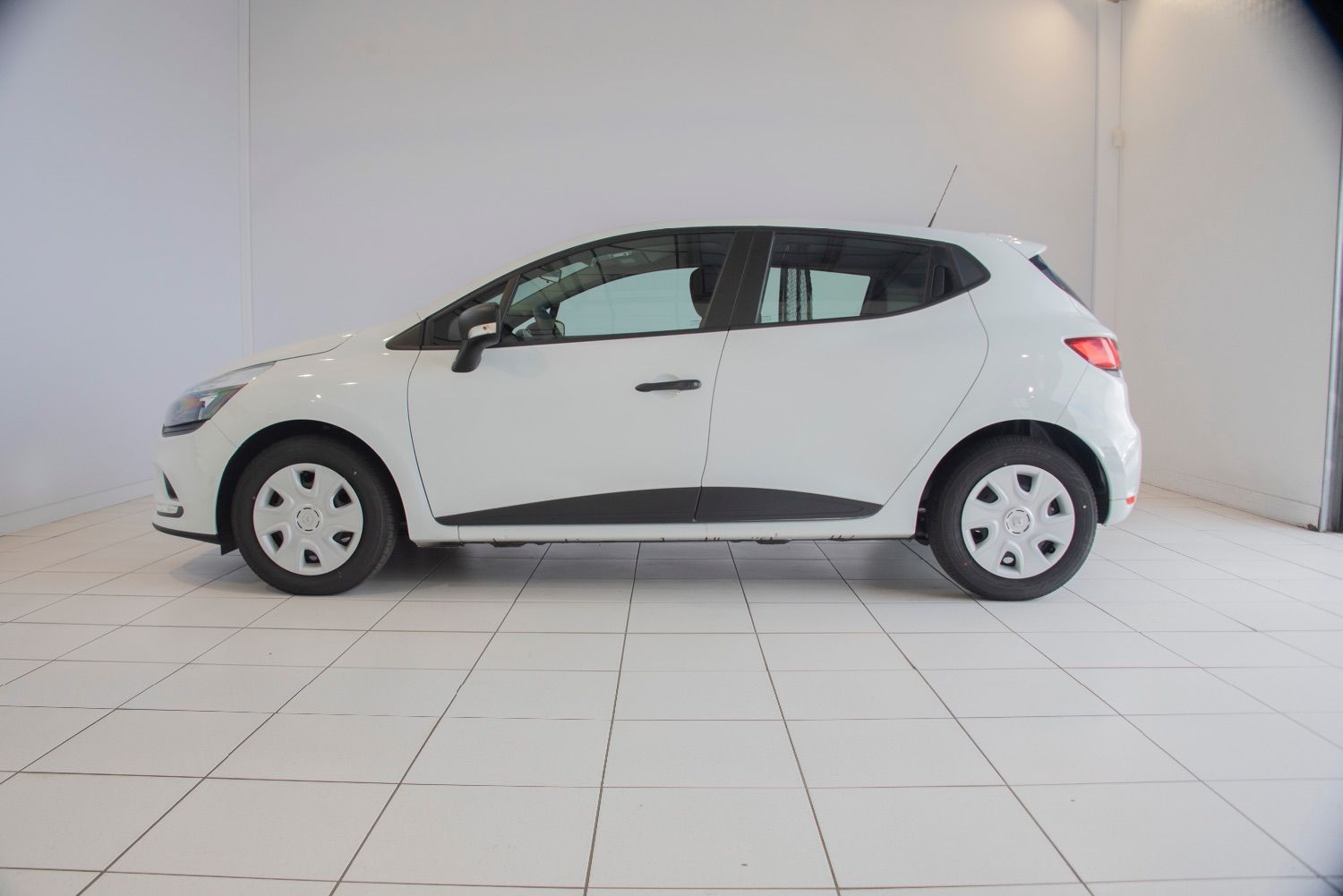 RENAULT CLIO IV STE 1.5L DCI 90 CH ENERGY AIR MEDIANAV 127 € HT/MOIS